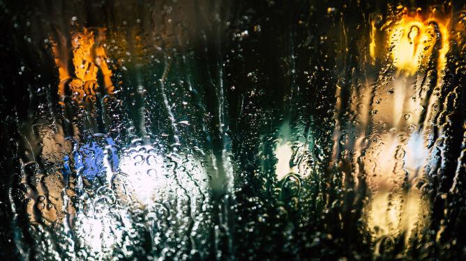 Intensywny deszcz, śnieg i silny wiatr. IMGW wydał ostrzeżenia
