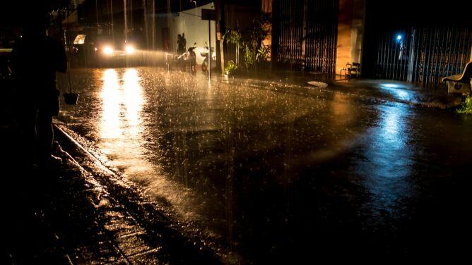 Ulewny deszcz i burze. <br />Ostrzeżenia w wielu regionach kraju
